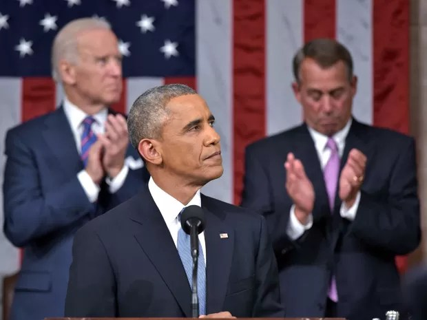 Barack Obama faz o discurso do Estado da União, tendo ao fundo o vice-presidente, Joe Biden (esquerda) e o presidente do Congresso, John Boehner (Foto: Reuters/Mandel Ngan/Pool)