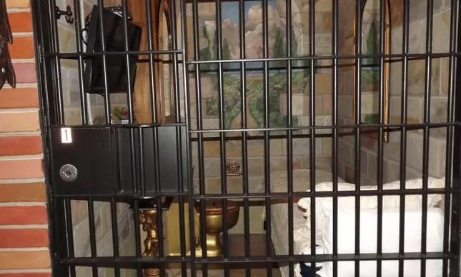 Pousada em antiga cadeia americana