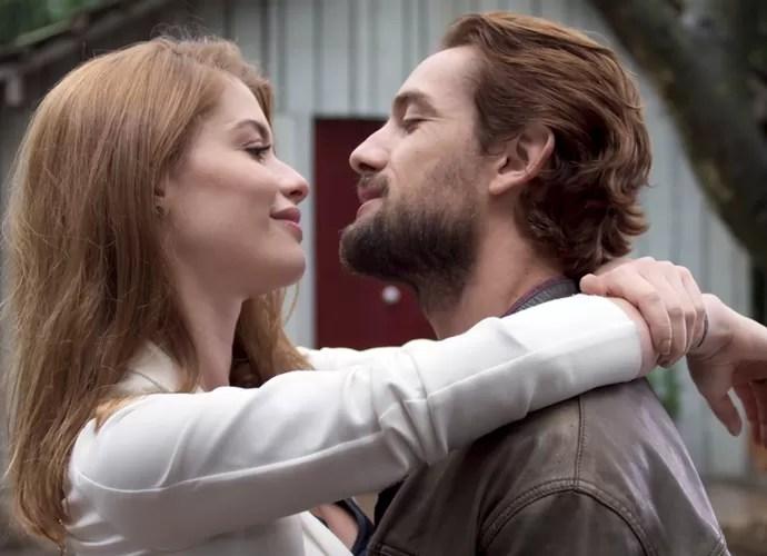 Lívia diz que quer ficar para sempre com Felipe (Foto: TV Globo)
