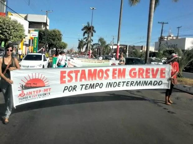 Professores entraram em greve nesta segunda por tempo indeterminado (Foto: Sidnei Cardoso/ Sintep de Sinop (MT))