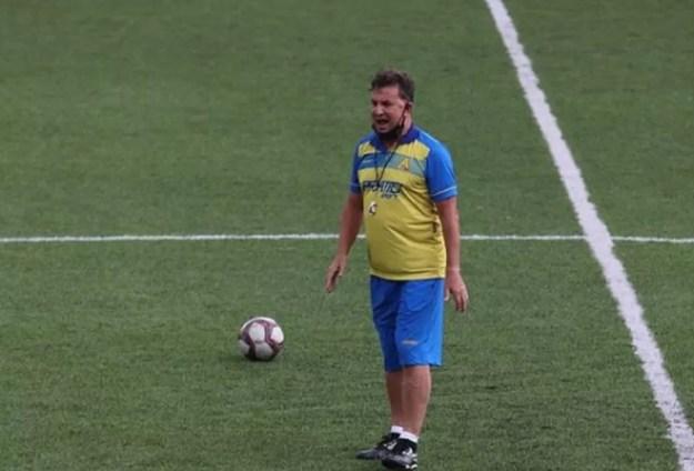 Estevam Soares ajusta o Aliança para o jogo contra o CSA — Foto: Reprodução Instagram/Aliança