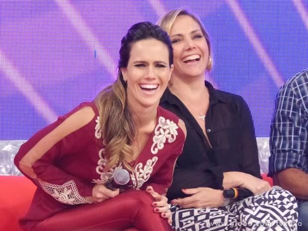 Fernanda Pontes e Heloísa Périssé se divertem com o 'Me Convence Aí' (Foto: TV Xuxa / TV Globo)