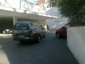 Carro funerário chega à casa de Hebe Camargo, para retirar o corpo da apresentadora, morta neste sábado, 29 de setembro de 2012 (Foto: Tadeu Meniconi/G1)