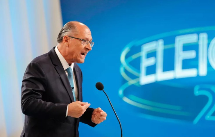 O candidato do PSDB à Presidência da República, Geraldo Alckmin, durante debate nos estúdios da TV Globo no Rio de Janeiro — Foto: Marcos Serra Lima/G1