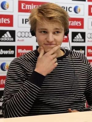 Odegaard apresentação no Real Madrid (Foto: EFE)