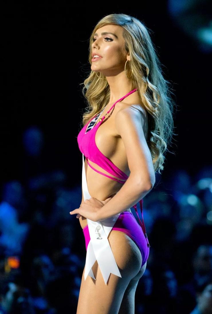 Miss Espanha, Angela Ponce, foi a primeira candidata transgênero a participar do concurso Miss Universo — Foto: Gemunu Amarasinghe/AP