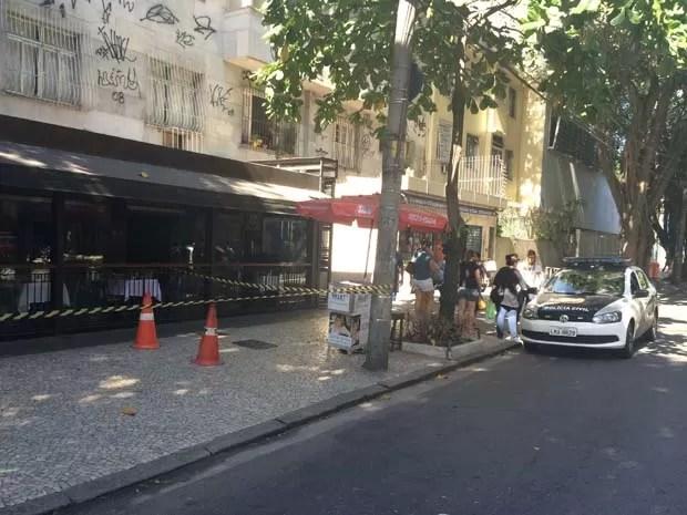 Bombeiros controlam fogo em restaurante do Leblon (Foto: Mariucha Machado/G1)