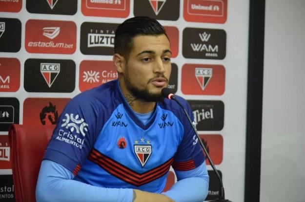 Jean foi apresentado nesta quinta-feira — Foto: Paulo Marcos/Atlético-GO