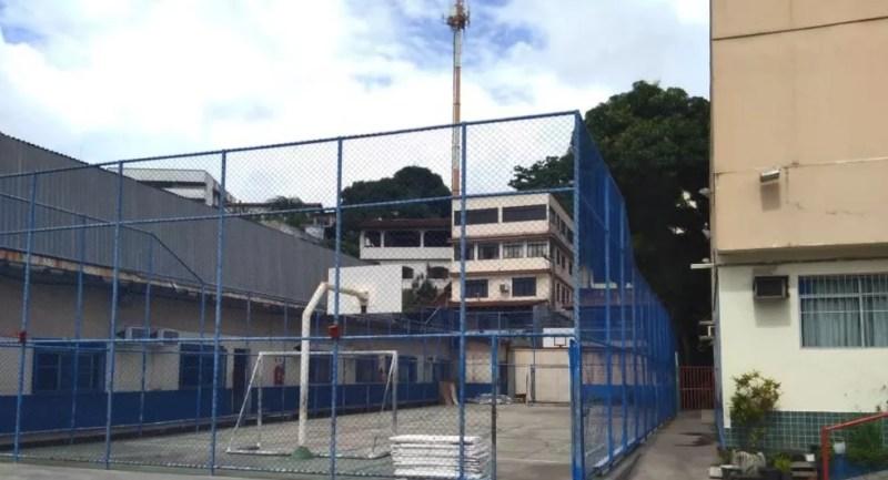 Quadra de escola em Vitória. — Foto: Reprodução/ TV Gazeta