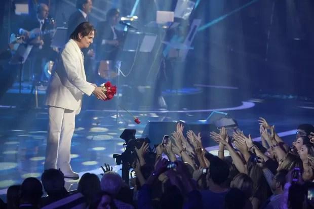 Roberto Carlos em show no Rio (Foto: Isac Luz/ EGO)