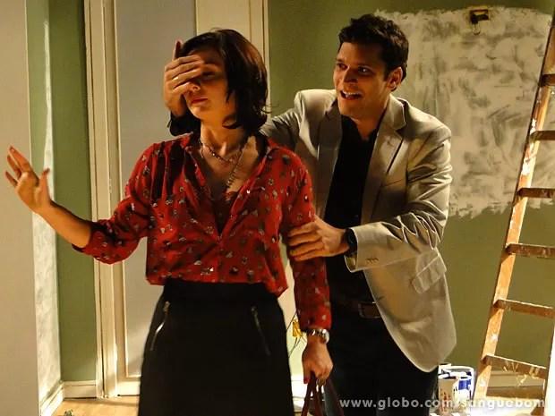 Érico faz surpresa para Renata (Foto: Sangue Bom / TV Globo)