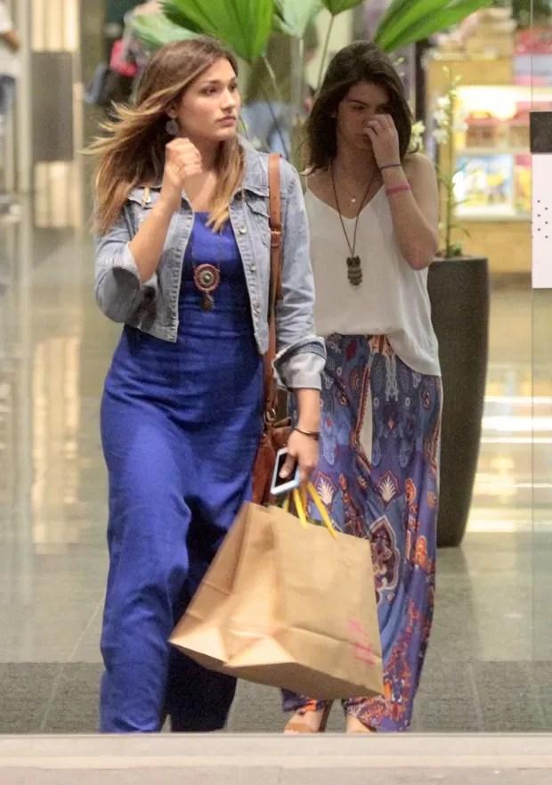 Sasha e amiga (Foto: Wallace Barbosa/AgNews)