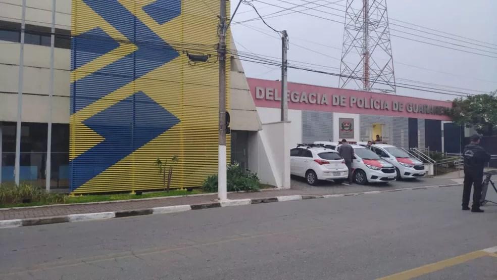 Um dos bancos que os criminosos tentaram invadir, fica ao lado da delegacia de Guararema — Foto: Cássio Andrade/TV Diário