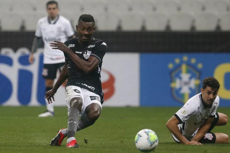 Gol de Kalou contra o Corinthians, Honda estava em campo neste momento — Foto: Vitor Silva/Botafogo