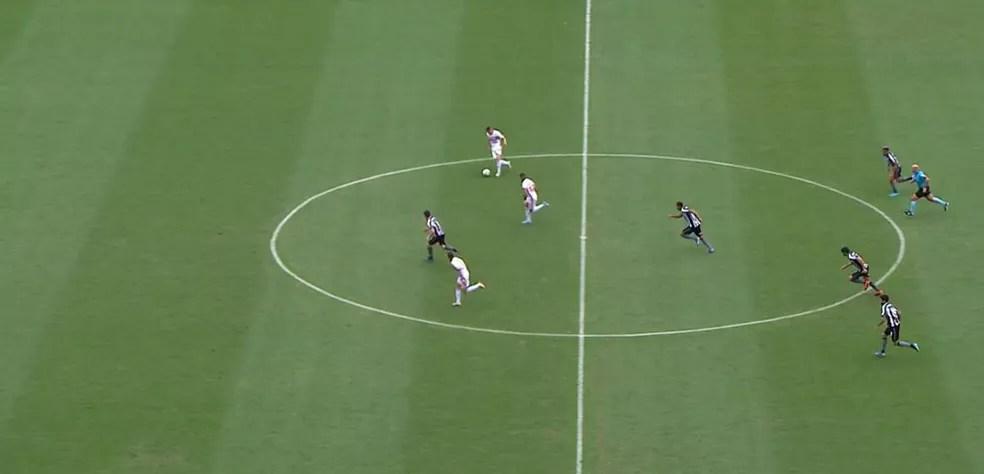 Antony (com a bola), Everton e Daniel Alves versus João Paulo no contra-ataque do São Paulo — Foto: Reprodução