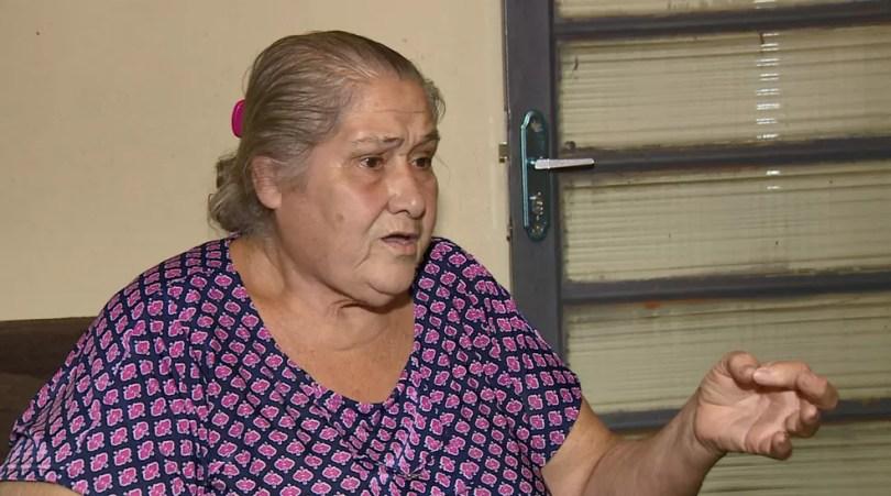 A aposentada Conceição Aparecida Cantorani reclama da cobrança indevida de um seguro de vida — Foto: Reprodução/EPTV