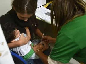 Vacinas contra a gripe H1N1 já podem ser encontradas em Cuiabá (Foto: Tchélo Figueiredo/Secom-Cuiabá)