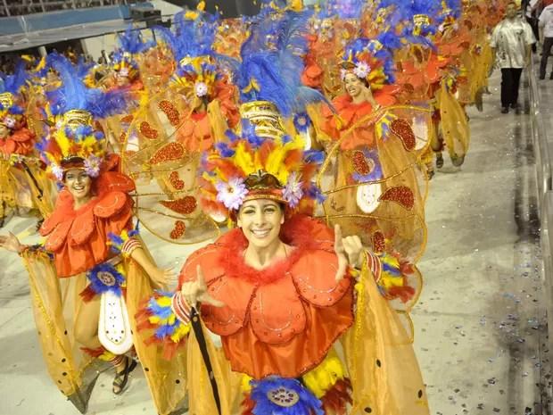 Uma das alas da Gaviões da Fiel, que contou a história da propaganda em seu enredo no carnaval 2013 (Foto: Flavio Moraes/G1)