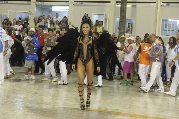 Sabrina Sato na Vila Isabel (Foto: Isac Luz/EGO)