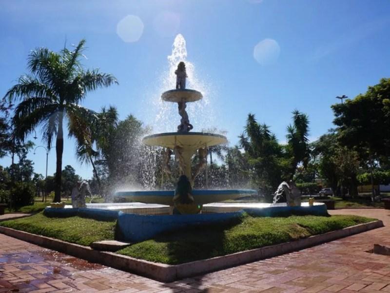 Chafariz da praça central de Coronel Sapucaia — Foto: Divulgação/ Assessoria de imprensa de Coronel Sapucaia