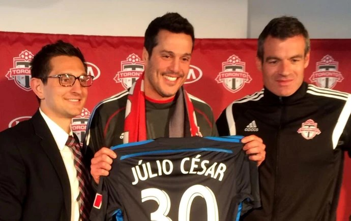 Julio César com a camisa do Toronto FC (Foto: Divulgação)