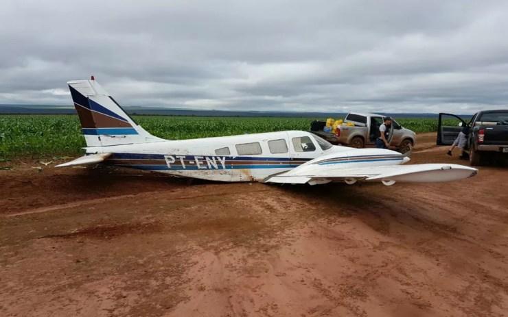 Avião com pasta base de cocaína fez pouso em Tangará da Serra, no dia 23 de abril (Foto: Divulgação/PM-MT)