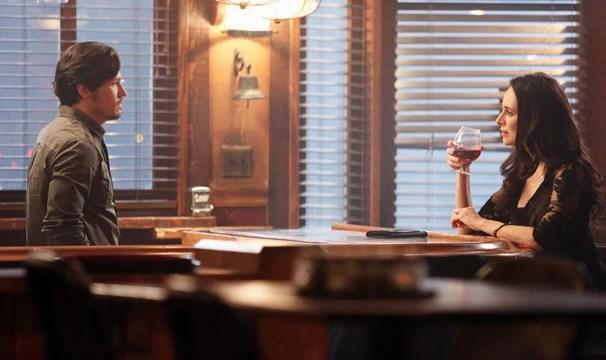 Jack conta para Victoria com pretende destruir a candidatura de Conrad (Foto: Divulgação / Disney Media Distribution)