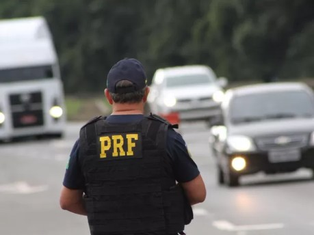 Lei do Farol Baixo começou a valer em 8 de julho (Foto: Divulgação / Polícia Rodoviária Federal)