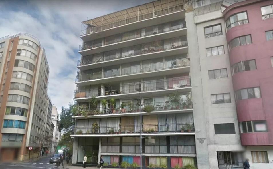 Segundo a imprensa chilena, vazamento de gás ocorreu nesse edifício residencial em bairro da região central de Santiago — Foto: Reprodução/Google Maps