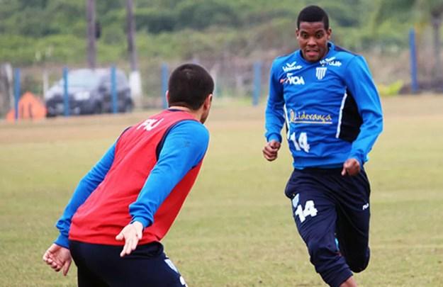 Iury teve o aval do técnico Mozart e vai reforçar o CSA na temporada — Foto: André Palma Ribeiro/Avaí F.C.