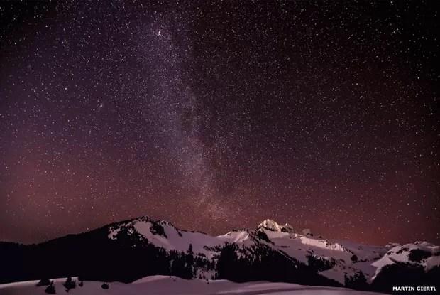 A duas semanas do fim das inscrições do prêmio Fotógrafo de Astronomia do Ano Insight, a BBC separa algumas das belíssimas imagens que foram cadastradas até agora, incluindo esta foto, de Martin Giertl, da Via Láctea sobre os lagos Elfin, no Canadá (Foto: Martin Giertl)