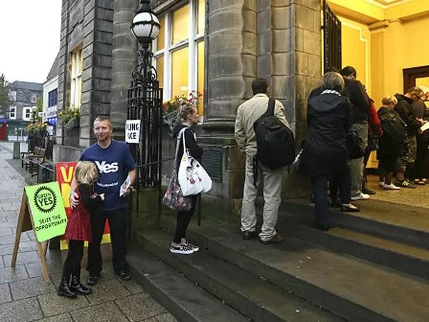 Com 4.285.323 pessoas registradas a votar - 97% do eleitorado -, espera-se o maior comparecimento da história (Foto: Reuters)