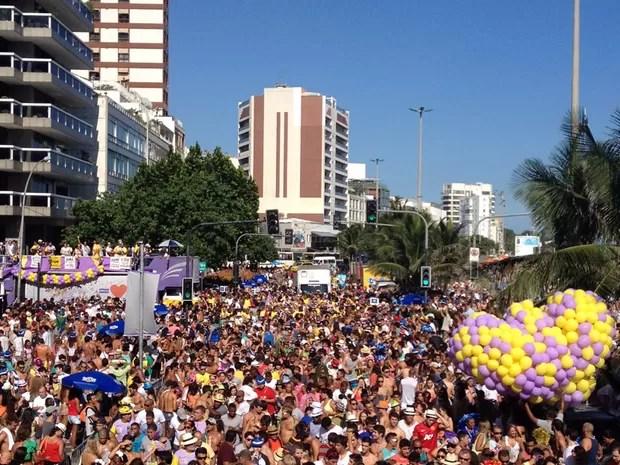 Desfile do Simpatia é Quase Amor reuniu uma multidão na Avenida Vieira Souto, em Ipanema, na tarde deste sábado (2) (Foto: Gabriel Barreira/G1)
