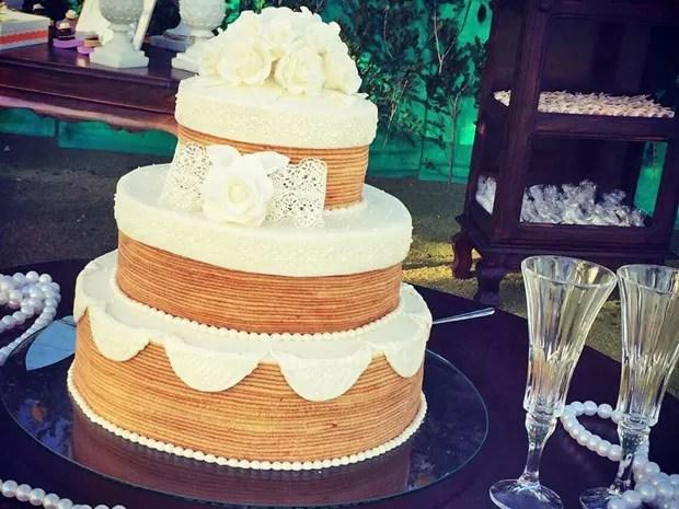 Bolo de noiva de rolo é sucesso entre pernambucanos e ainda surge como opção para quem não gosta de bolo de frutas que é típico dos casamento locais (Foto: Dorinha Bolo de Rolo / Acervo pessoal)