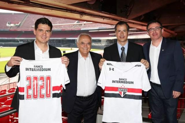São Paulo anuncia patrocínio do Banco Intermedium e da MRV Engenharia, novas parceiras expostas no uniforme (Foto: Igor Amorim / saopaulofc.net)