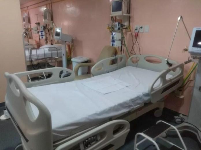 Leito no hospital de campanha de Porto Velho, antiga maternidade Regina Pacis — Foto: Jheniffer Núbia/G1