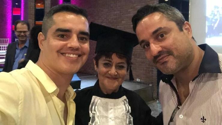 Dulce parou os estudos para se dedicar aos filhos e aos 62 anos entrou na faculdade — Foto: Arquivo pessoal