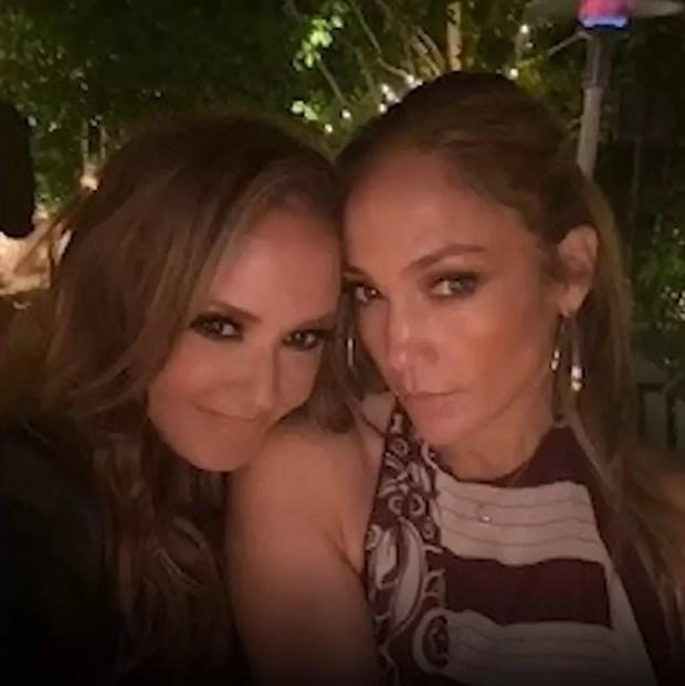 Jennifer Lopez and Leah Remini (Photo: Reproduction/Instagram)