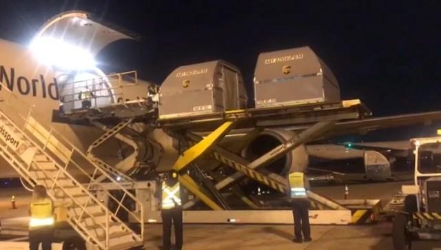 Lote de vacinas da Pfizer é descarregado no Aeroporto de Viracopos, em Campinas (SP), em foto de junho de 2021 — Foto: Polícia Federal