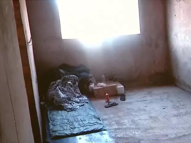 Imigrantes chineses dormiam em colchões improvisados no pavimento superior da obra (Foto: MPT/Divulgação)