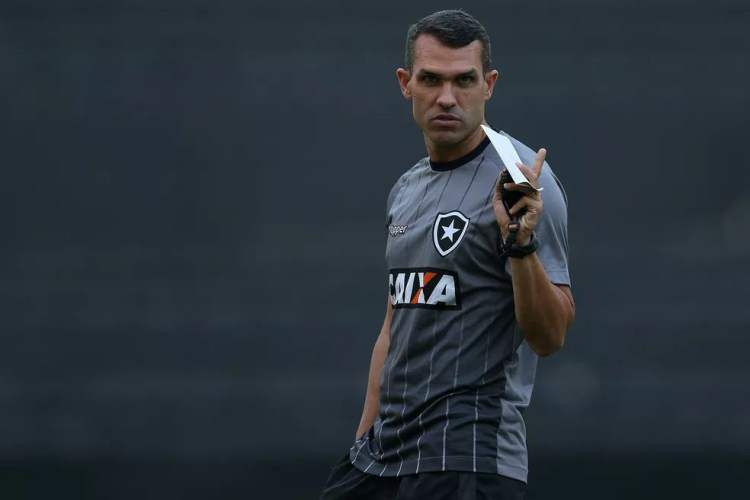 Bruno Lazaroni estreia em momento difícil no Botafogo (Foto: Vitor Silva/SSPress/Botafogo)