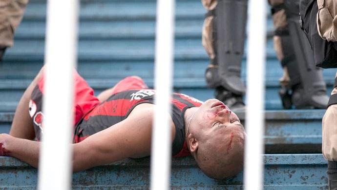 confusão torcida Atlético-PR e Vasco jogo (Foto: Cleber Yamaguchi / Agência Estado)