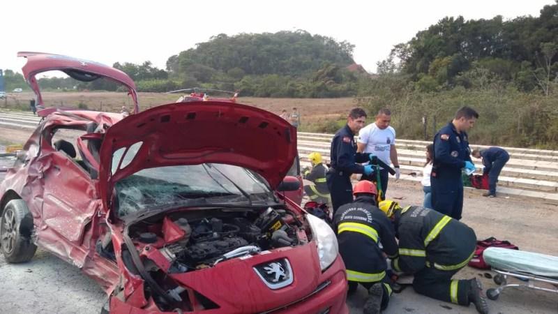 Veículo ficou destruído após colisão em Ilhota — Foto: Corpo de Bombeiros/Divulgação