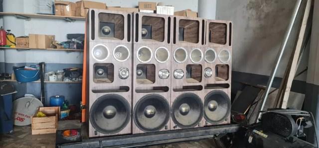 Aparelhagem de som do show de Belo foi apreendida pela Polícia Civil — Foto: Reprodução/Arquivo Pessoal