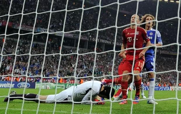 Robben perde penalt (Foto: AFP)