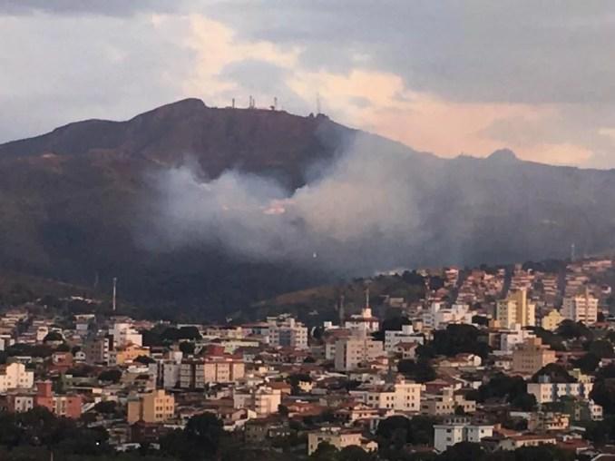 Incêndio atinge a Serra do Curral, em Belo Horizonte — Foto: Redes Sociais