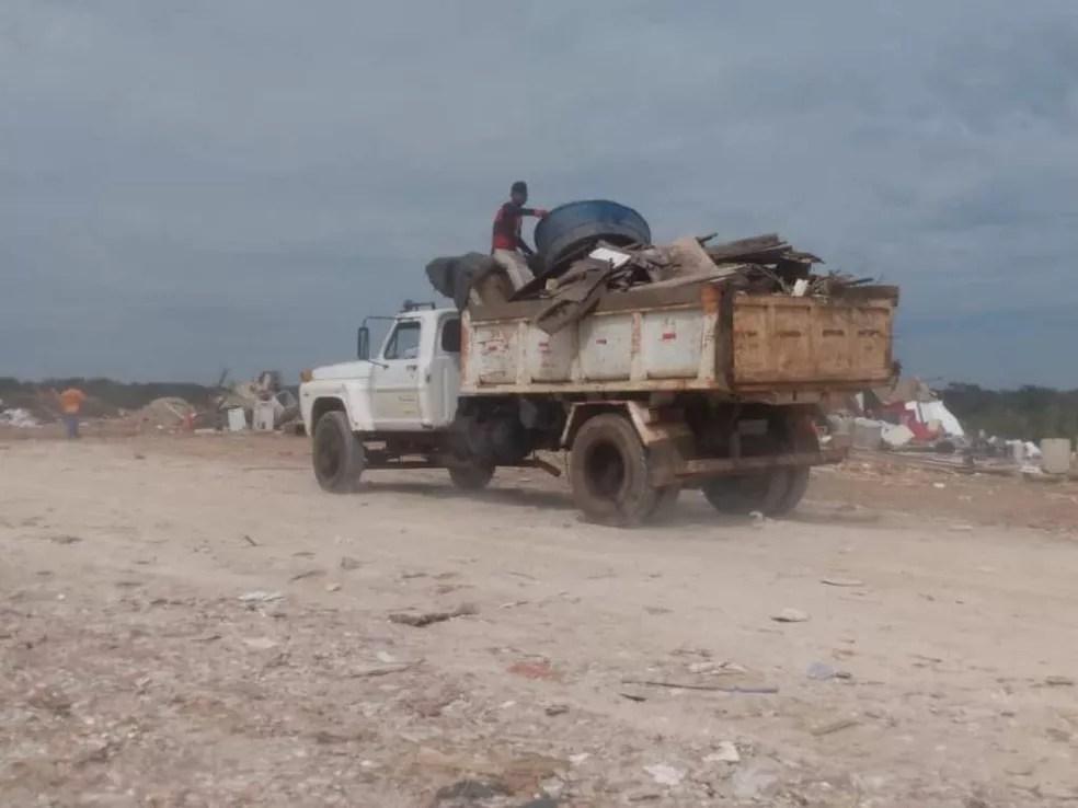 Lixão recebe, em média, 400 toneladas de descartes por dia  — Foto: Arquivo/Dircom