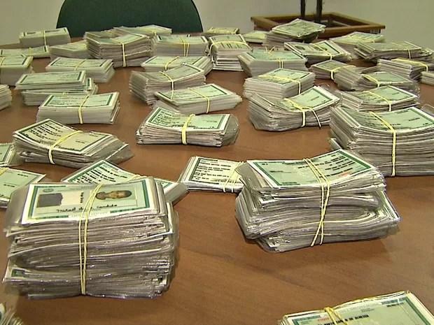 OCA guarda 10 mil carteiras de identidade que não foram retiradas (Foto: Reprodução/Rede Amazônica Acre)