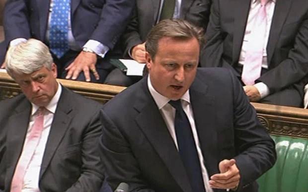 O primeiro-ministro britânico, David Cameron, fala ao Parlamento nesta quinta-feira (29) (Foto: AFP)