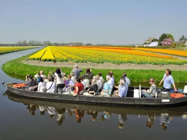 Passeio de barco no Keukenhof, o parque das tulipas da Holanda (Foto: Divulgação/Keukenhof)